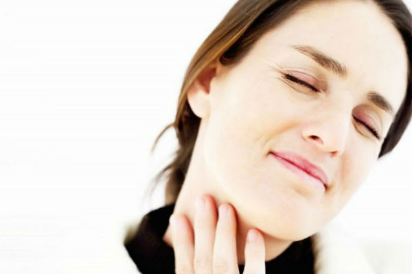 Болит горло при остром тонзиллите